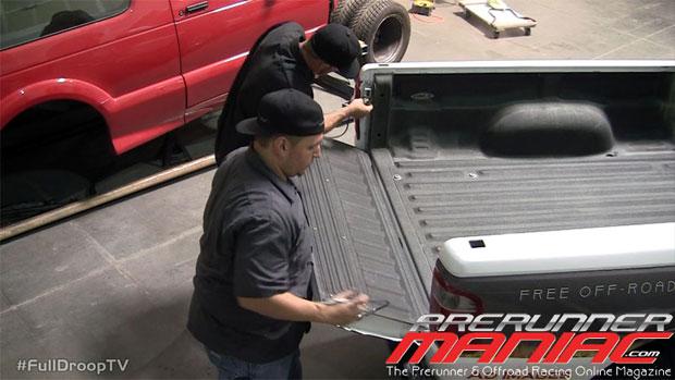 remove the tailgate